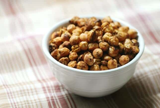 Make ahead thanksgiving appetizer - Pumpkin Spice Roasted Chickpeas