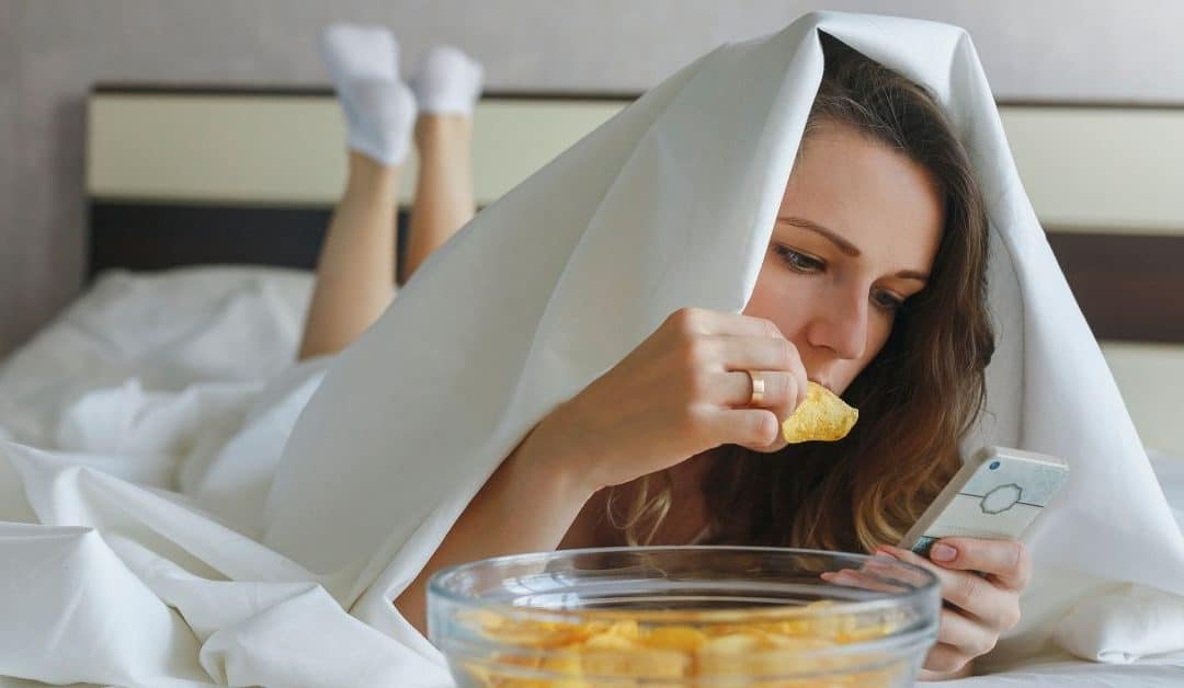 How to Stop Eating Mindlessly: 10 Practical Tips and Tricks