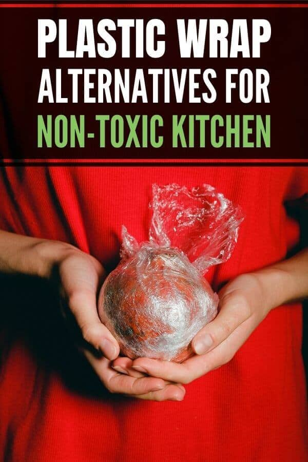 Eco-friendly and zero waste smart plastic wrap alternatives that are healthy and nontoxic! Includes beeswax wraps, bowl covers, reusable food storage containers and reusable bags. #plasticfree #zerowaste #reusable #nontoxic #greenliving #kitchengear